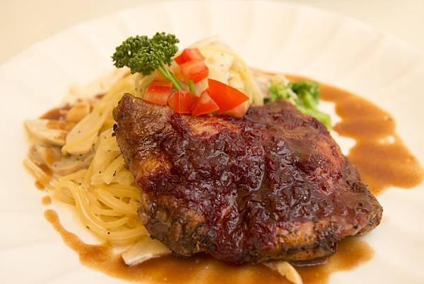 爐烤有機玫瑰醬雞腿奶油義大利麵1