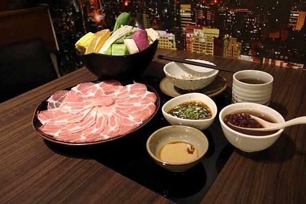 湯廚涮涮鍋-毛豬肉鍋套餐
