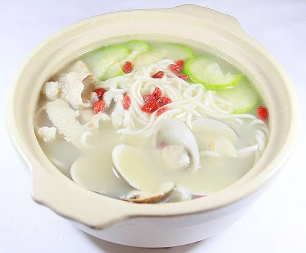 小伍牛肉麵-雞湯蛤蠣絲瓜煨麵