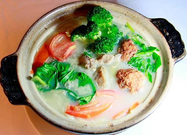眷村陶鍋菜 - 排骨獅子頭蔬菜湯