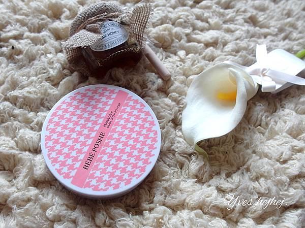 【彩妝推薦】夏天需要更薄透的妝感。第一次嘗試日本流行耳朵腮紅。戀愛無辜感的打造 # BEBE POSHE 珍珠姬PS美顏蜜粉餅