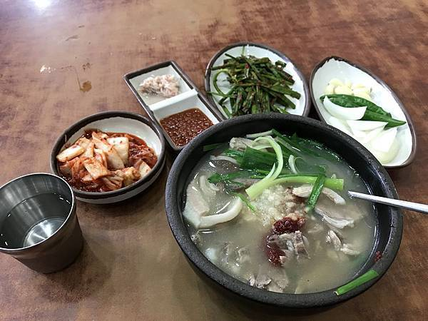 【韓國釜山】在地人才知的巷弄美食:富平罐頭市場豬肉湯飯