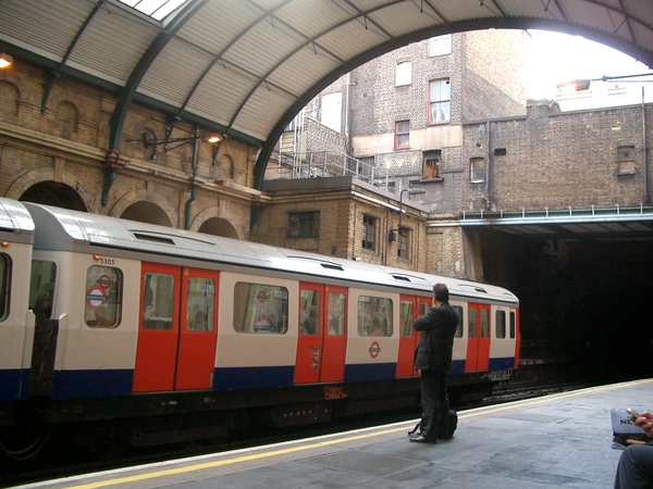 Platform in Paddington Tube Station.jpg