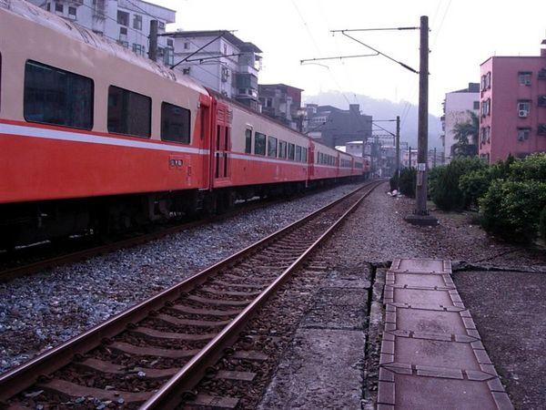 正在通過的列車