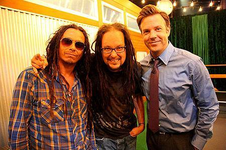 Korn and Jason Sudeikis.jpg
