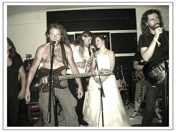 A wedding has to rock as well, Sandra and Sebas on stage with Odroerir.jpg