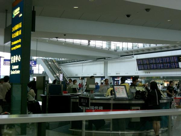 037香港機場八達通購買櫃臺.JPG