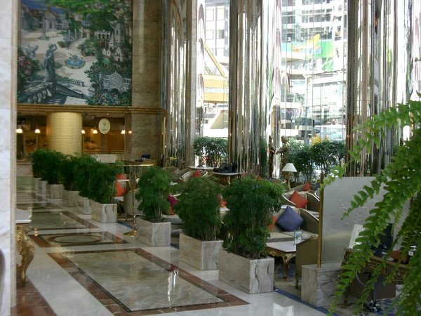 045飯店大廳休息區.JPG