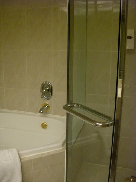 056乾濕分離衛浴.JPG