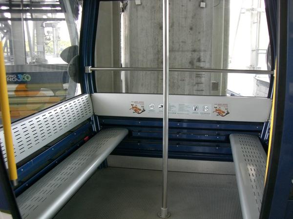 210東涌昂坪360纜車車廂.JPG