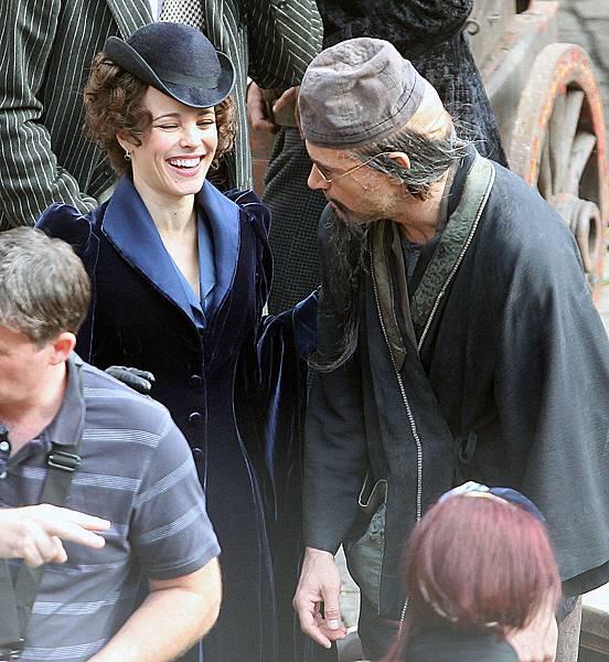 Rachel-McAdams-Robert-Downey-Jr-Filming-Sherlock-Holmes-London-Pictures.jpg
