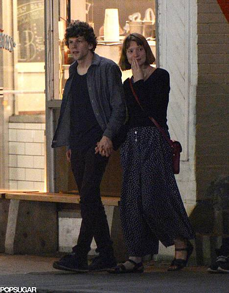Jesse-Eisenberg-Mia-Wasikowska-held-hands-night-out.jpg