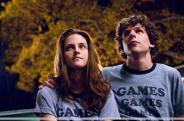 uhq-adventureland-stills-kris-looking-gorgeous-twilight-series-8217686-2560-1679.jpeg
