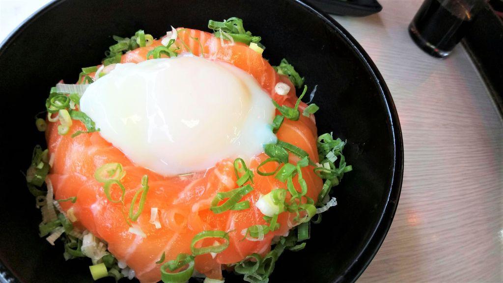 生鮭魚溫泉蛋丼飯 (2).jpg