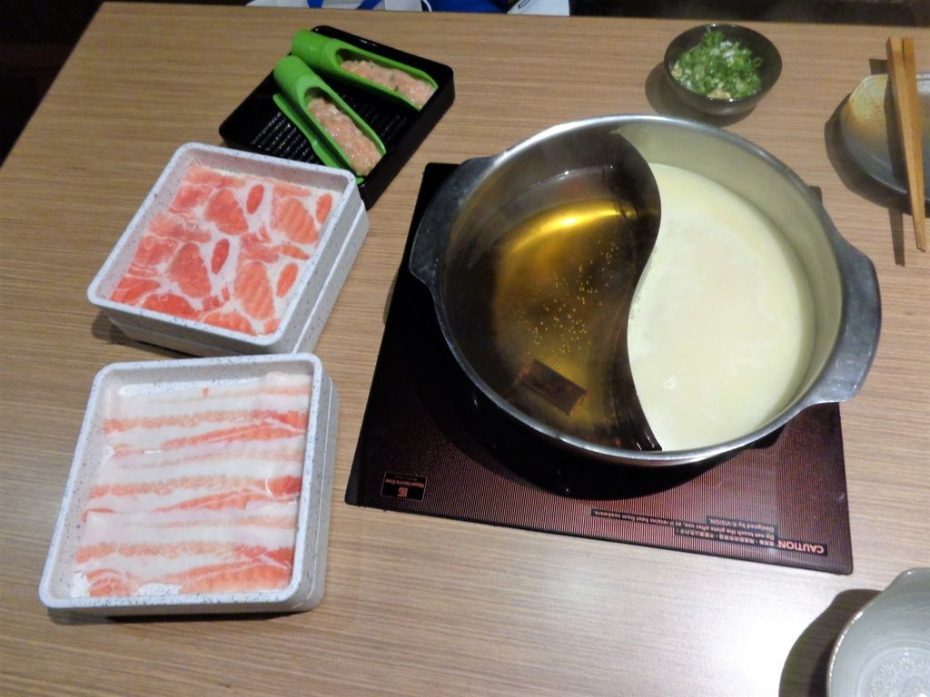 肉盤跟湯底.jpg