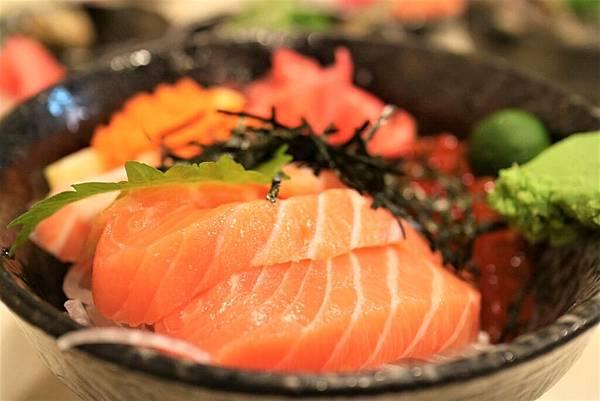 鮭魚親子丼 (2).jpg