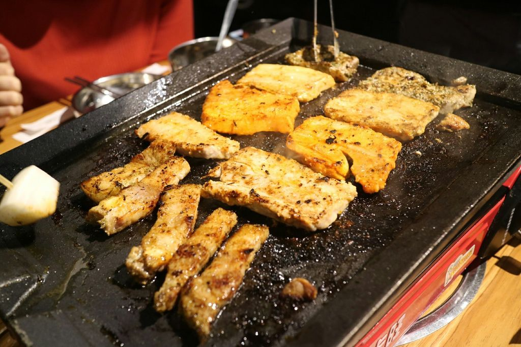 烤盤上的肉 (1).jpg