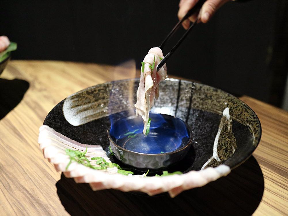 火焰炙燒豬-炙燒中 (2).jpg
