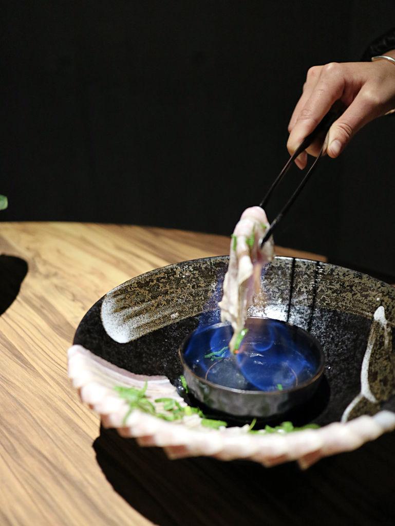 火焰炙燒豬-炙燒中 (1).jpg