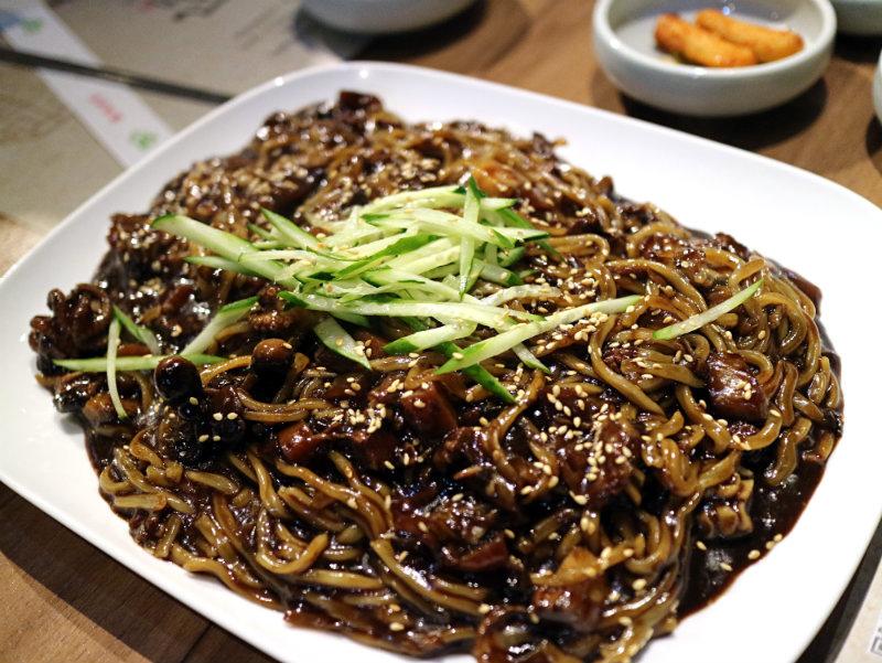 海鮮炸醬麵 (2).JPG