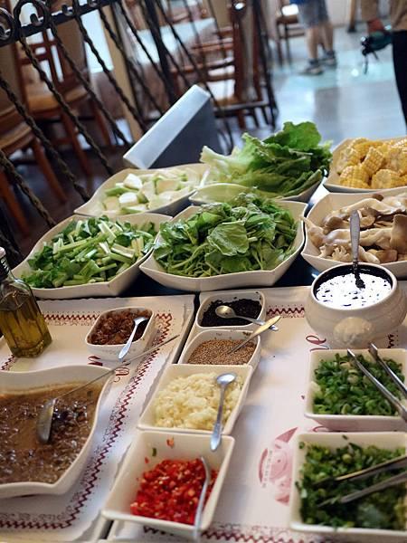 晚餐醬料蔬菜 (1).JPG