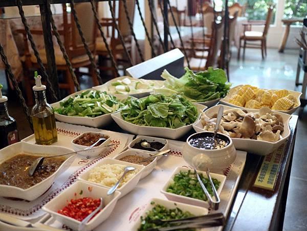 晚餐醬料蔬菜 (2).JPG