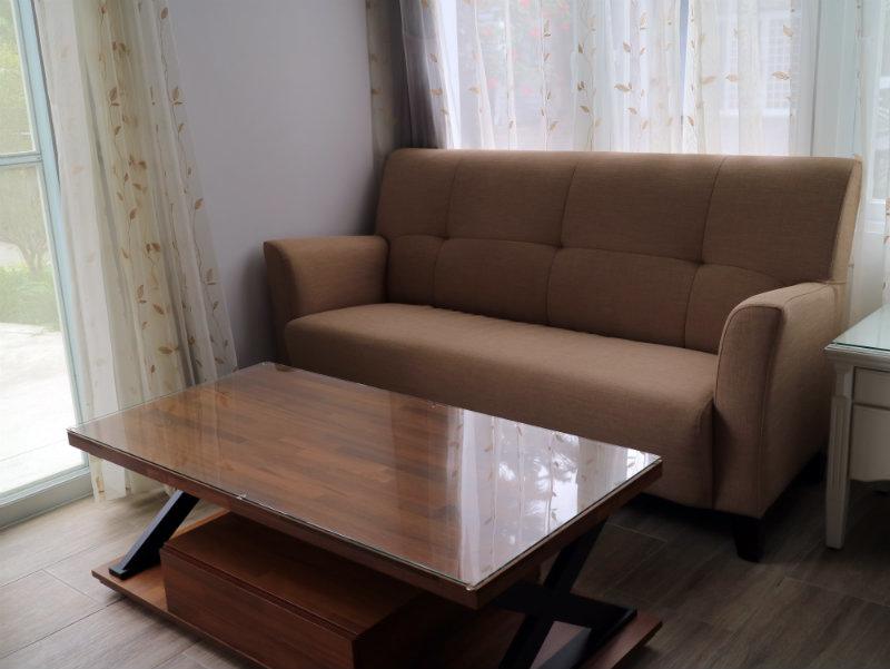 1樓桌子.JPG