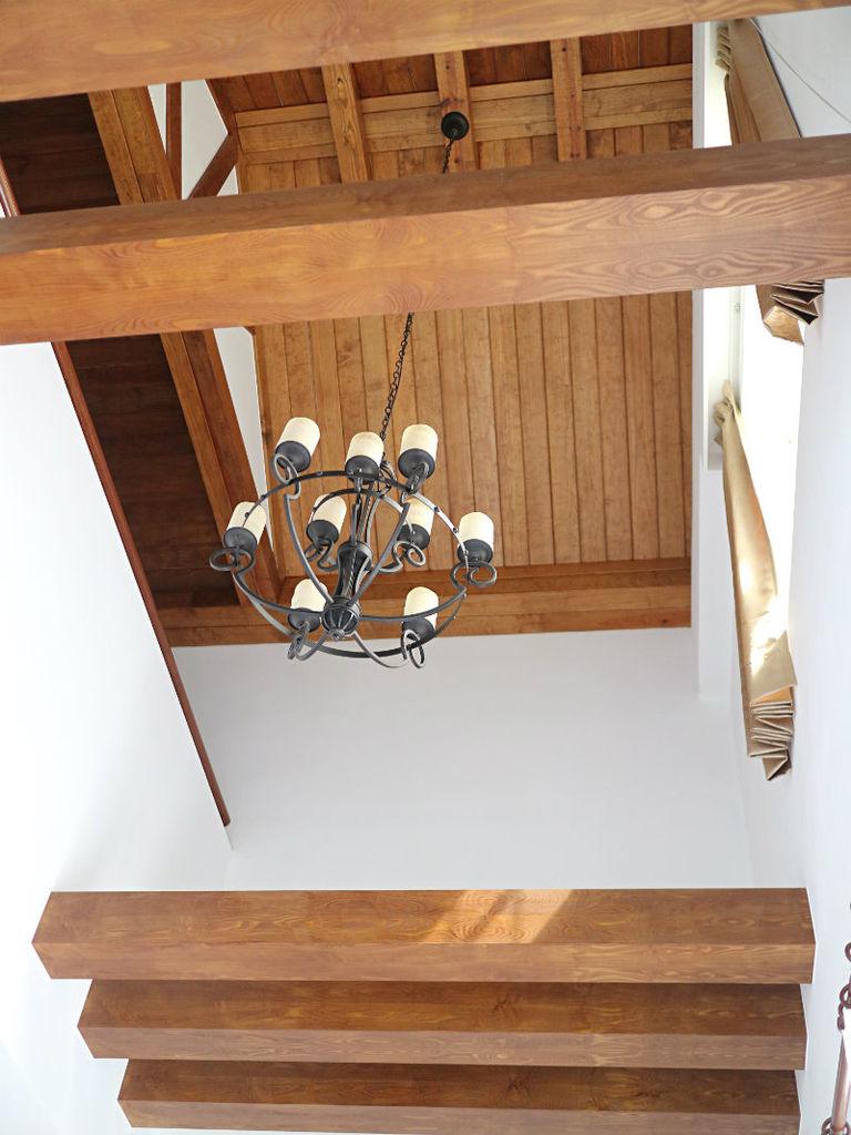 一樓挑高 (1).JPG