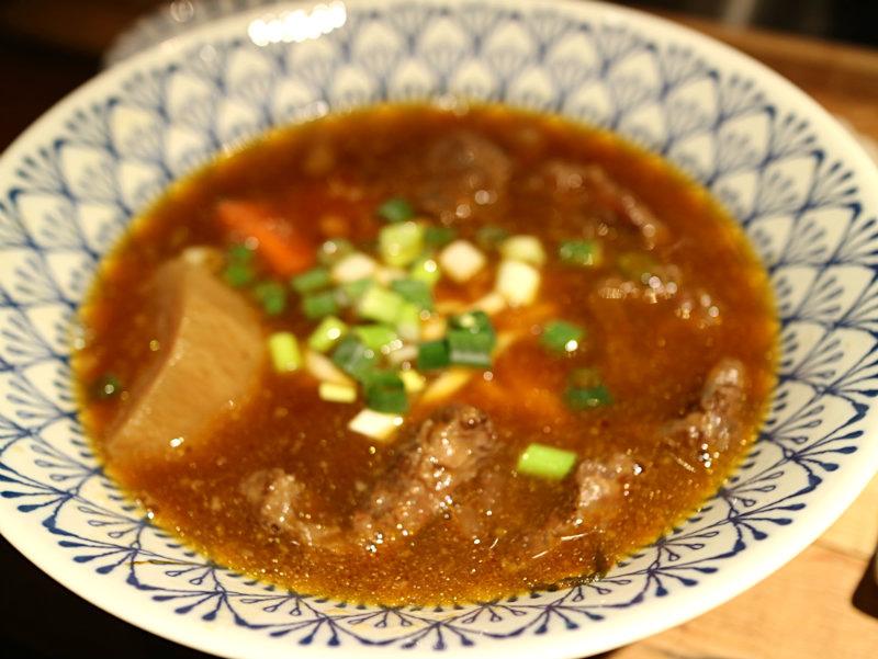 牛肉麵 (2).JPG