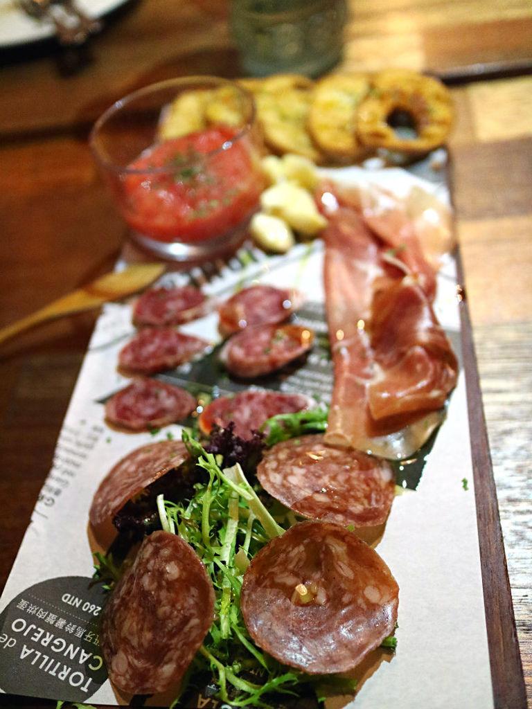 西班牙火腿與伊比利臘腸拼盤 (1).JPG