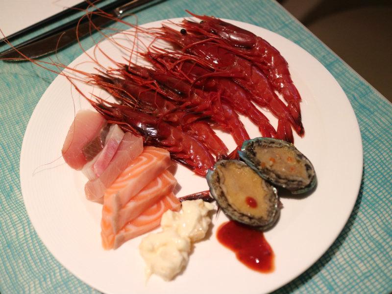 胭脂蝦%26;生魚片%26;九孔鮑.JPG