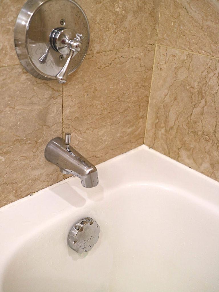 浴室-水龍頭.JPG