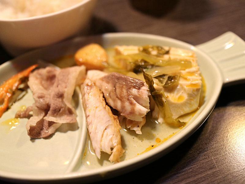 魚肉盛盤 (2).JPG