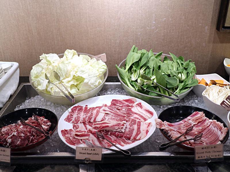 火鍋-肉盤蔬菜.JPG
