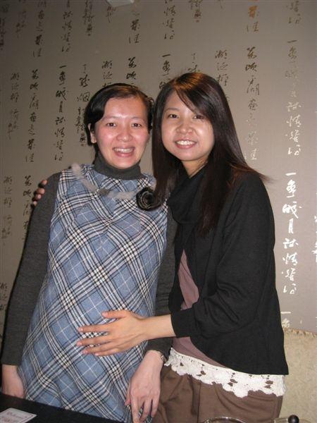 另一個轉變很多的就是莉菁了 明年三月要生小寶寶囉!高興~