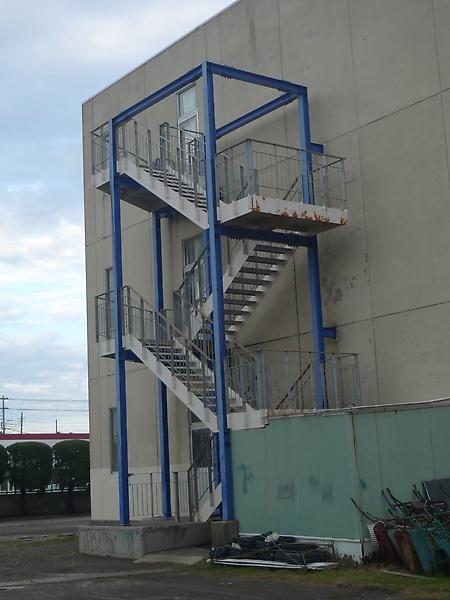 三中校舍後方的樓梯