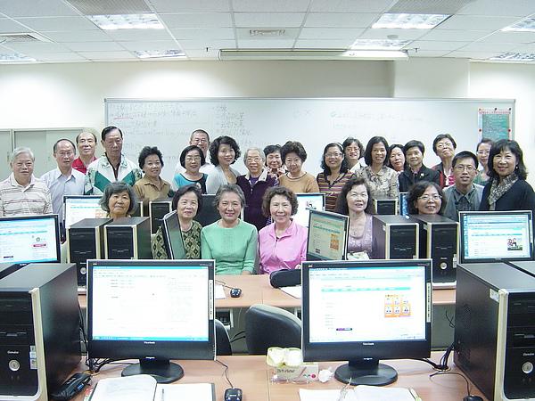 9909-12圖文影音部落格班團體照-1.JPG