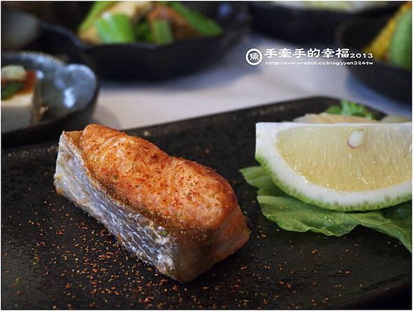 冒煙的石頭(餐)130331021
