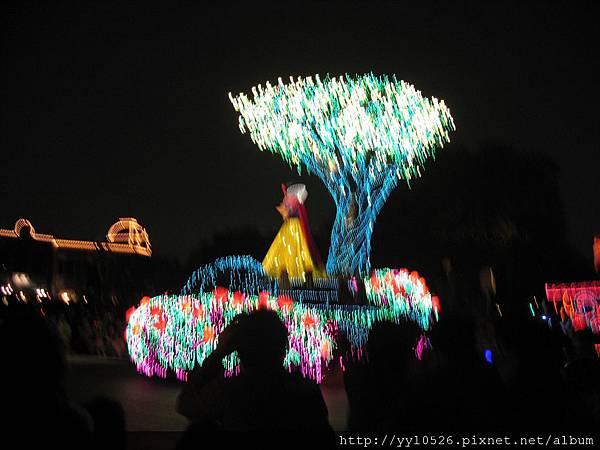東京迪士尼-花燈遊行10.JPG