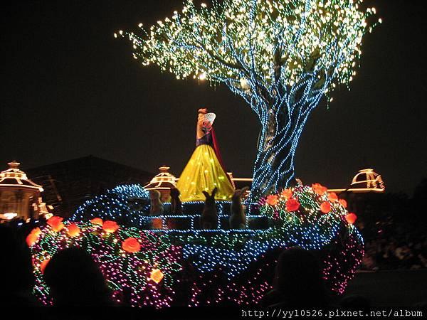 東京迪士尼-花燈遊行11.JPG