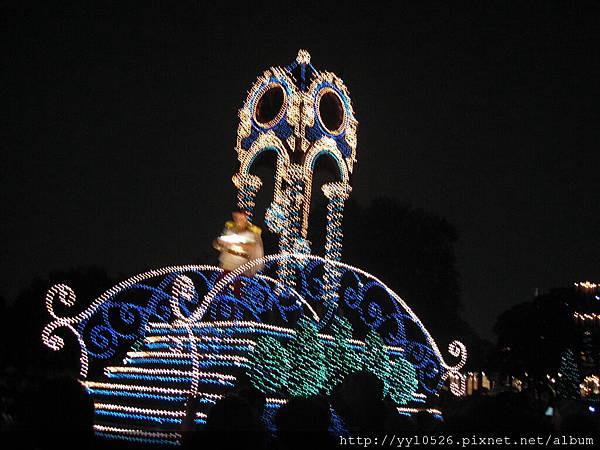 東京迪士尼-花燈遊行24.JPG