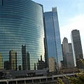 設計的概念是全鏡面 利用芝加哥河反射 downtown 的 skyline.JPG