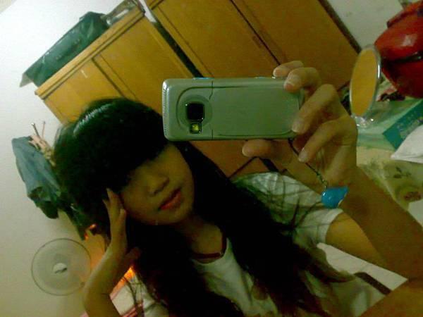 對著鏡子拍照^ ^