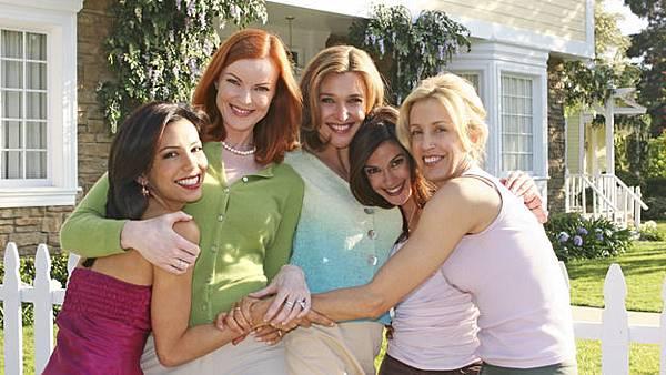 嘉碧葉拉(伊娃朗格莉亞 Eva Longoria 飾)、布麗(瑪西亞克羅絲 Marcia Cross 飾)、瑪莉艾莉絲楊(布蘭達史壯 Brenda Strong 飾)、蘇珊(泰瑞海契 Teri Hatcher 飾)、莉奈(費麗西蒂荷夫曼 Felicity Huffman 飾)