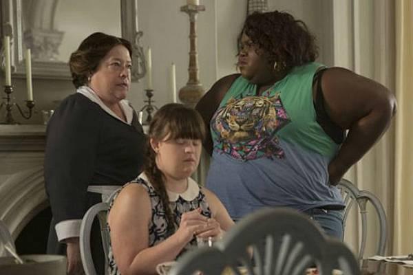勞拉蕊夫人(凱西貝茲 Kathy Bates 飾)、楠(傑美布魯爾 Jamie Brewer 飾)、昆妮(嘉柏莉西迪貝 Gabourey Sidibe 飾)