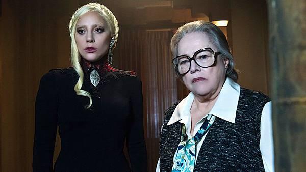 伊莉莎白女伯爵(女神卡卡 Lady Gaga 飾)、艾瑞絲(凱西貝茲 Kathy Bates 飾)