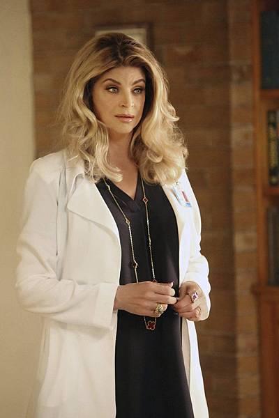 霍華護士長(克絲汀艾莉 Kirstie Alley 飾)