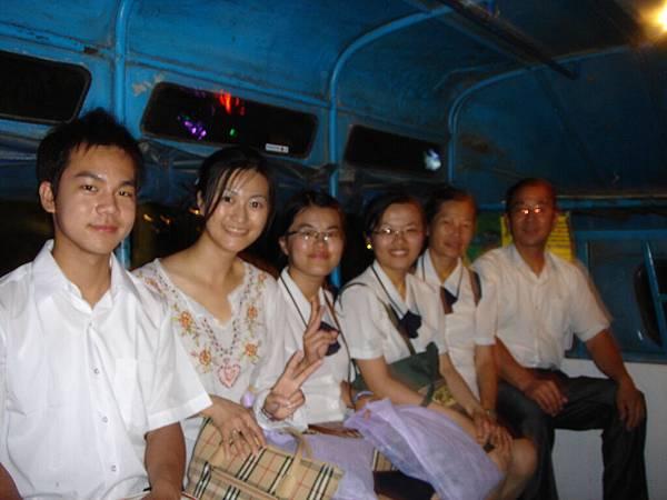 0856 搭私人公車回佛堂