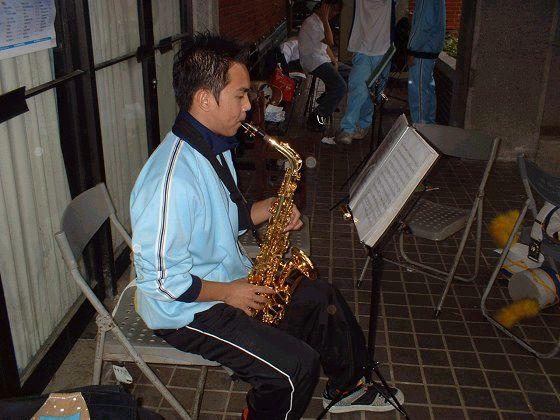我(吹sax2)