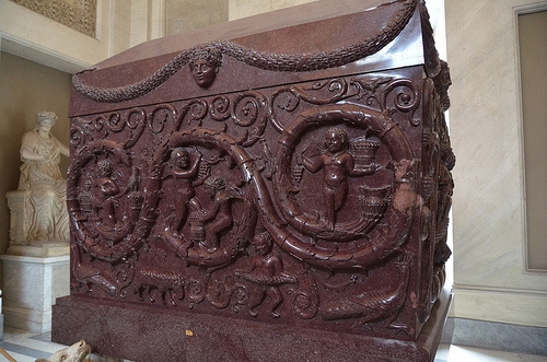 22.06希臘十字廳-君士坦丁大帝女兒的石棺(圖片來源:google).jpg